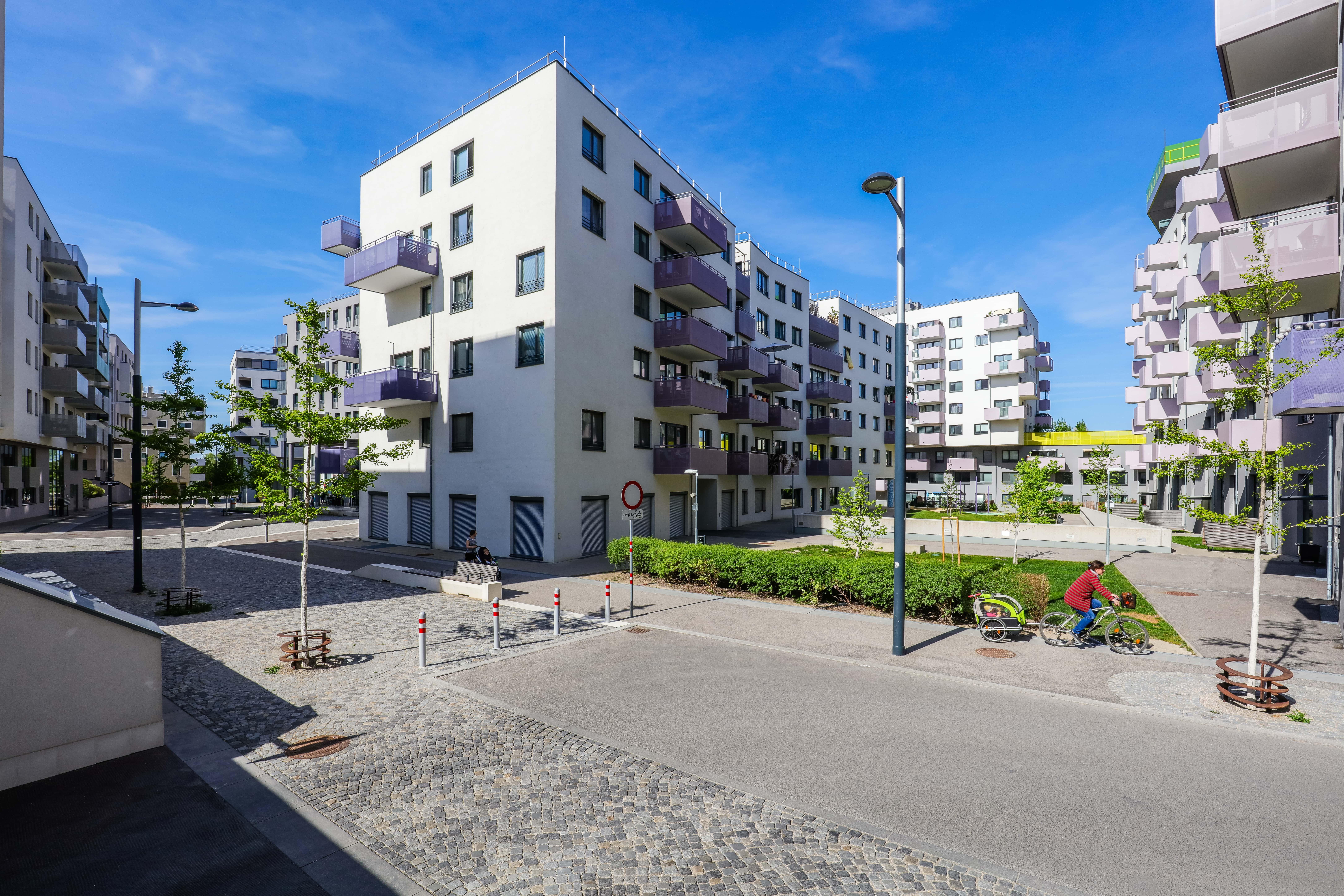 Moderne Wohnhäuser in der Seestadt-Aspern.